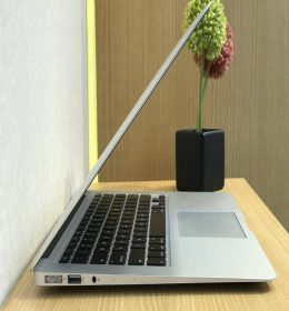 "MacBook Air 13"" Second"